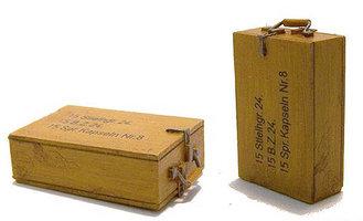 Plusmodel EL 010 German box for grenades  1:35
