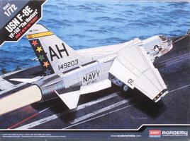 Academy USN F-8E VF-162