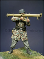 Alpine Miniatures WW2 German Paratrooper w/Panzerschreck1:35